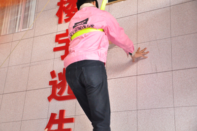 青岛市安监局局长李兴伟,市北区政府副区长高波参观应急安全教育培训